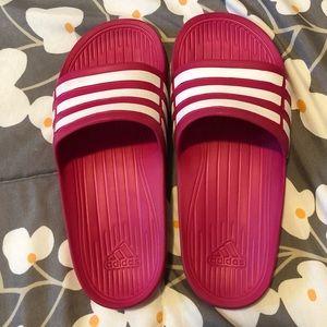 Adidas Slides 💖
